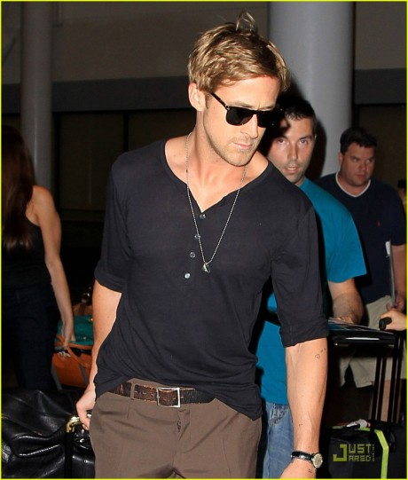 Ryan-Gosling-Toronto-Touch-Down-ryan-gosling-25179996-1038-1222