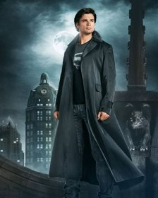 Tom Welling making Clark Kent and Superman looking sexier than ever