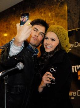 Ian and Nina out and about, now this is a cute couple that never feels to scowl at the camera or hide from the papz