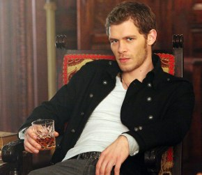 Klaus, the sexiest Vampire Werewolf hybrid this side of....well anywhere and he can bite me anytime :D